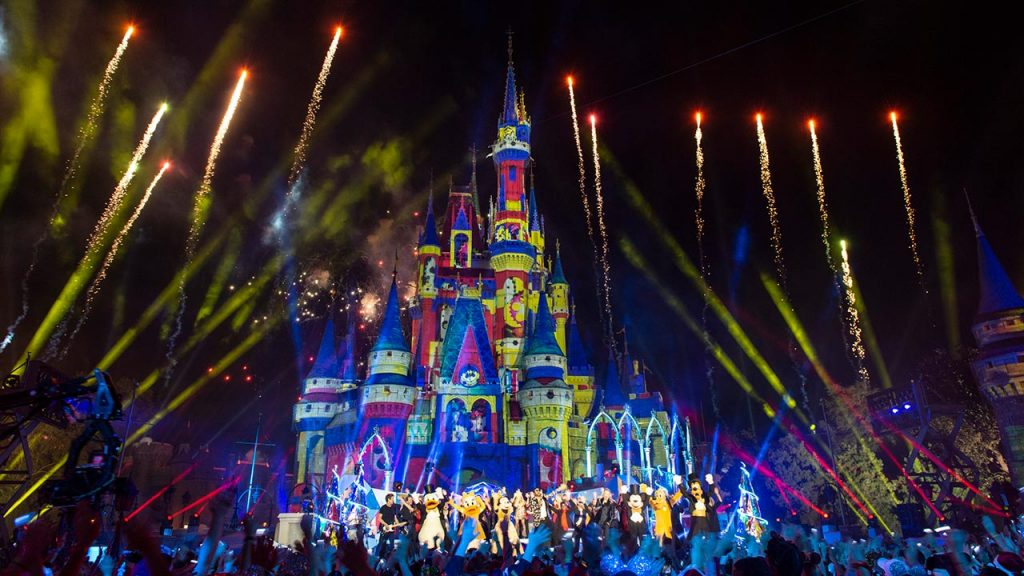 Disney Christmas Special 2021 Reviews The Wonderful World Of Disney Magical Holiday Celebration Review What S On Disney Plus